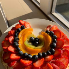 Fun fruit Pavlova