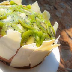 Kiwi Cake with white chocolate coat